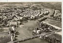 17027 - VUE GENERALE AERIENNE SUR AGDE - AU FOND LE GRAU D´AGDE ET LA TAMARISSIERE - Agde