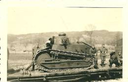 Photo Char Français FT Sur Train + Soldats Allemands Tank Panzer 1940 - Guerra 1939-45