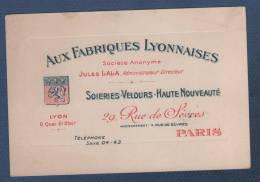 CARTE COMMERCIALE AUX FABRIQUES LYONNAISES - SOIERIES VELOURS ... LYON QUAI ST CLAIR / PARIS RUE DE SEVRES - JULES LALA - Visiting Cards