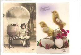 JOYEUSES PAQUES - Lot De 2 Cartes - Fillette Portant Un Bouquet De Fleurs Et  2 Poussins Et 5 Oeufs - Pâques
