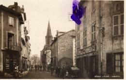 REGNY - Place Du Commerce (animée Devant Toilerie Et Hôtel) - France