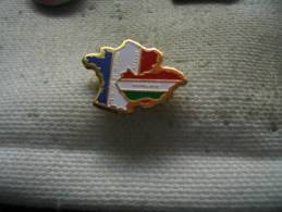 Pin´s Association Delloie France - Hongrie - Militaria