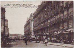 75. PARIS . RUE D´ARCOLE . AU FOND LA PLACE DE L´HOTEL DE VILLE  . ANIMATION.  Editeur J.H. - Arrondissement: 04