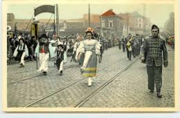 LA LOUVIERE  -Carnaval De La Louvière, Une Société Participant Au Cortège. - La Louvière