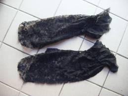 2 Manches Dentelle Noire Avec Volant  Au Poignet. - Laces & Cloth