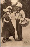 - FRANCE (Normandie) - CPA écrite LA NORMANDIE PITTORESQUE (superbe Gros Plan) - Edition Le Goubey N° 3045 - - Grupo De Niños Y Familias