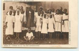 MISSIONS DES SERVITES DE MARIE  - Scènes De Vie Des Missionnaires.après Une Première Communion. - Swaziland