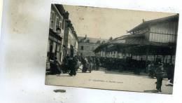 Chartres  28     Le  Marché Couvert Et La Rue Tres Tres Animée Epicerie Et Café - Chartres