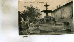 Bellegarde  30    La Fontaine  Et La Rue Animée - Bellegarde