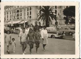 Photo Groupe De Personne à Nice - Vieilles Autos - Voitures - Wagen - - Non Classés