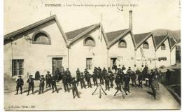 7445 - Isére -  VOIRON - Gréves De 1908 - Chasseurs Alpins Protégeant Une Usine De  Soierie  -  Circulée En 1908 - Voiron