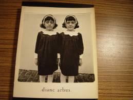 DIANE ARBUS APERTURE MONOGRAPH MILLERTON NEW YORK PHOTOS FOTOS PHOTOGRAPHY TRANSVESTITE  HERMAPHRODITE MAN WOMAN CHILD - Livres, BD, Revues