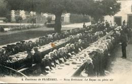 CPA 56 ENVIRONS DE PLOERMEL REPAS DE NOCE EN PLEIN AIR - Ploërmel