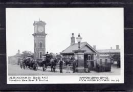 37666    Regno  Unito,  Altrincham  In Times  Past -  Stramford  New  Road &  Station,  NV(scritta) - Inghilterra