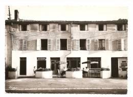 LE VERNET LA VARENNE (Puy-de-Dôme) L´ Hôtel Du Commerce - Pub RICARD Byrrh (RARE N&B Circ.1966 Cf Détails 2scan) MW255 - Other Municipalities