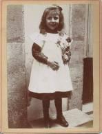 Photo Avant 1900 - Fillette, Sourire Et Fleurs - Fotos