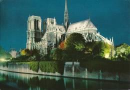 PARIS. L'abside Illuminée De La Cathédrale Notre-Dame, Et La Seine. - Notre Dame Von Paris