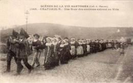 CHATEAULIN - Une Noce Des Environs Entrant En Ville   (53976) - Châteaulin