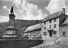 LAVEISSIERE MONUMENT AUX MORTS ET L HOTEL - Frankreich