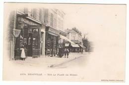 14- Deauville - Sur La Place De Morny - Deauville