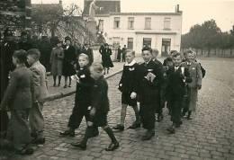 BOECHOUT Les Garçon Arrivent à L'église Très Animée 1941 - Boechout