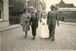 BOECHOUT Famille Dans Une Rue Zelfwassherij St Jozef 1941 - Boechout