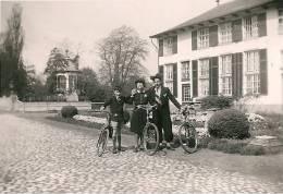 BOECHOUT Famille à Vélo Devant Un Bâtiment 1941 - Boechout