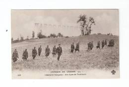 CPA : Infanterie Française - Une Ligne De Tirailleurs + Tampon : Maroc Orient - Guerre 1914-18