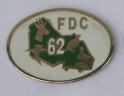 Pin's FDC 62 - Fédération Des Chasseurs Du Pas De Calais - Cerf - Perdrix - Lapin - Canard - C274 - Associations