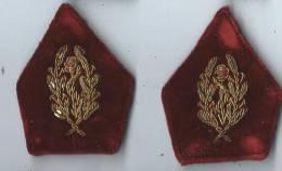 Armée FR/ Deux écussons De Col/ Caducée/Brodé/ Médecine/vers 1930         ET4 - Patches