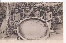 SALOMON SEPTENTRIONALES GRAND PLATEAU SUR LEQUEL ON PREPARE DES GALETTES (BELLE ANIMATION) - Solomon Islands