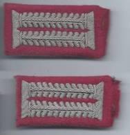 Armée Pays De L´Est ?/ 2 écussons Tissus De Col/ Couleur Grenat  /vers 1980 ?       ET17 - Insegne