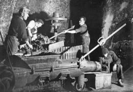 -CPSM - 37 - VOUVRAY-LES-VINS - Caves Loré-Tourtay - Les Vendanges - Travail Au Pressoir - 410 - Vouvray