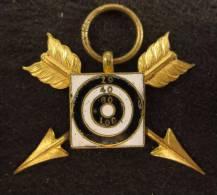 M01450 Tir Schot Schuss, Cible Et Deux Flèches Croisées, émail Et Bronze Doré (4 G.) - Other