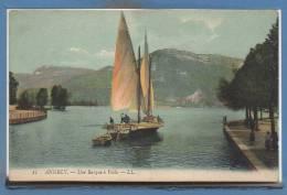 74 - ANNECY -- Une Barque à Voile - Annecy