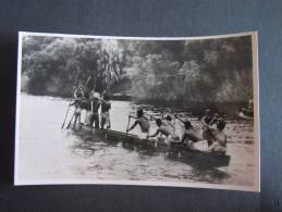 Rhodesie Victoria Falls A Native Canoe On The Zambezi River Above The Victoria Falls Published By The Rhodesia Railways - Zimbabwe
