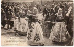 29 - Finistère / Pardon De KERGOAT : Voici Que S'avancent ... Les Jeunes Mariées étincelantes D'or Et D'argent ... - France