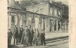 GUERRE 1914 LA GARE DE SENLIS APRES LE BOMBARDEMENT PAR LES ALLEMANDS  AR 72     SCANS RECTO VERSO - Senlis