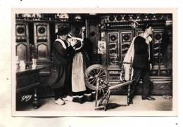 Couple Autour Des Lits Clos Depart Du Fils Soldat Marin Marine Carte Avec Un Joli Rouet Breton Edit Gaby N° 68 - Personnages