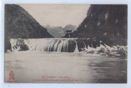 749. TONKIN - CAO-BANG - PORTE De CHINE Et CASCADE Près De Trung-Khan-Phu - Cartes Postales