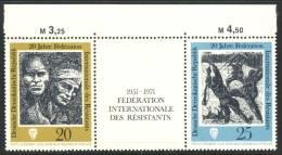 "1971 German Democratic Republic Complete MNH Setenant Strip Of 3 Stamps "" Resistance Fighters   "" Michel 1680-81 - [6] Democratic Republic"