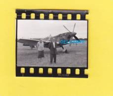 - Base Aérienne à Identifier - Bel Avion Militaire Avec Croix De Lorraine - Aviation
