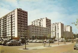 50 CHERBOURG LES H.L.M  N° 1890  NOMBREUSES VOITURES BON ETAT VOIR SCAN - Cherbourg
