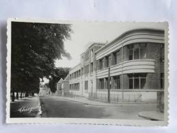 CPSM (79) Deux Sèvres - PARTHENAY - L'école Des Filles - Parthenay