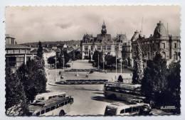Autocars--Vichy--1957--Esplanade De L'Hotel De Ville,cpsm  9 X 14 N° 03.999.04 éd La Cigogne - Bus & Autocars