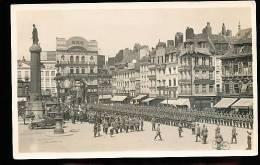 59 LILLE / (Vue De La Place Et Le Défilé Militaire) / CARTE PHOTO - Lille