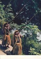 CPSM PERU PEROU SELVA DEL AMAZONAS INDIGENAS CAZANDO CON CERVATANA AMAZONA JUNGLE NATIVES HUNTING WITH BLOW GUNS - Perù