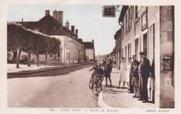 CPA 18  LEVET ,Route De Bourges. (animée) - France