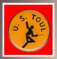 SUPER Pin´s ESCRIME : US TOUL (Meurthe-et-Moselle (54), Région Lorraine - Escrime