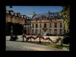 27 - BERNAY - Le Musée - Très Belle Collections De Faïences Et Meubles Normands - Bernay